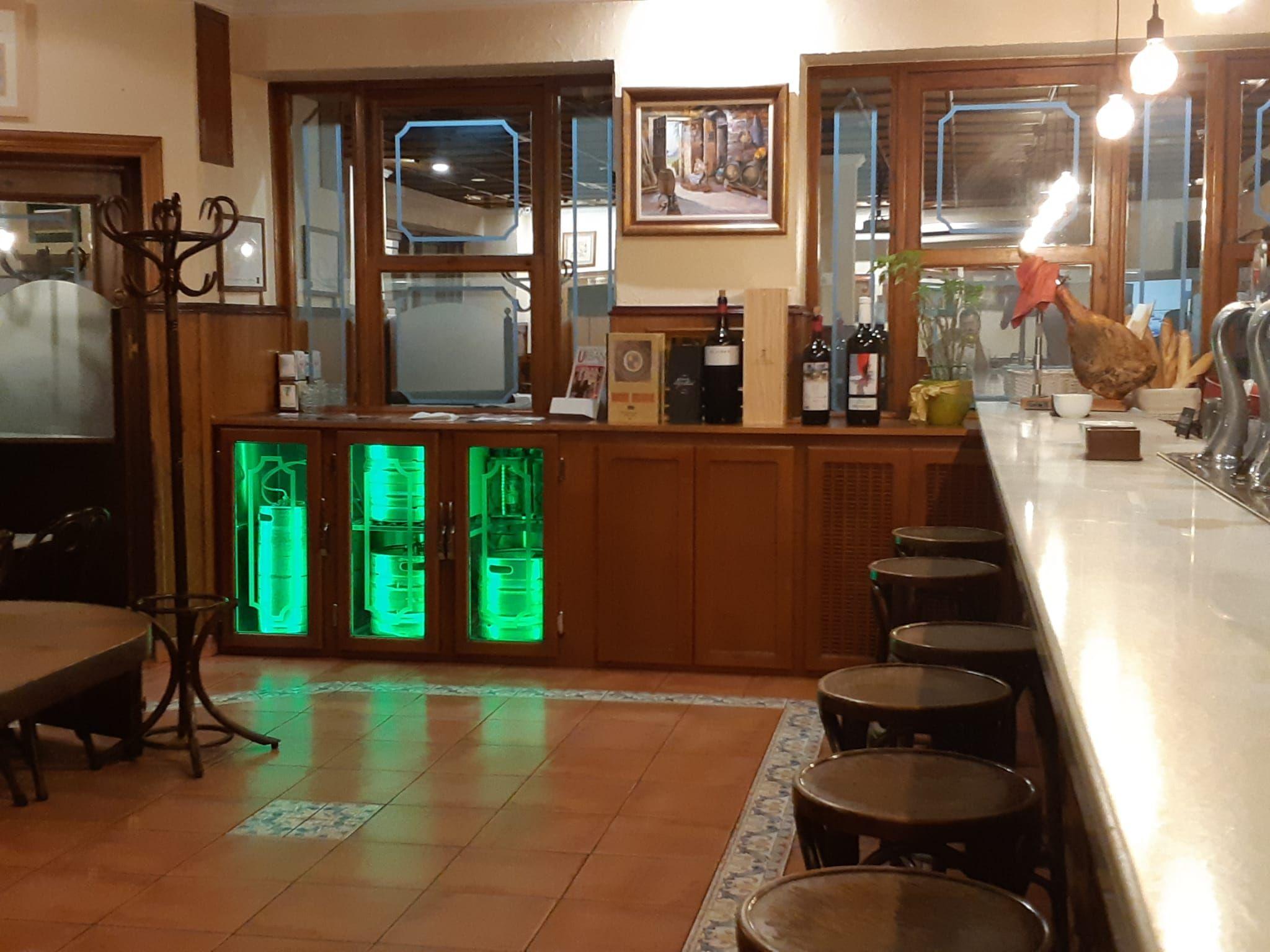 Vista del interior de la barra - La Manduca, Guadalajara
