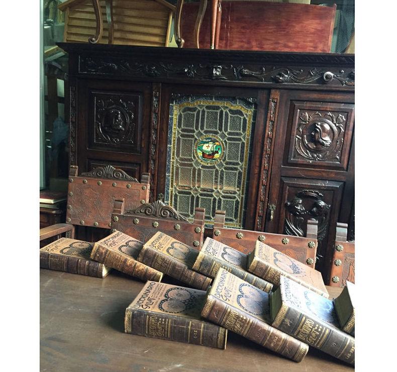 Libros y muebles antiguos en Bilbao