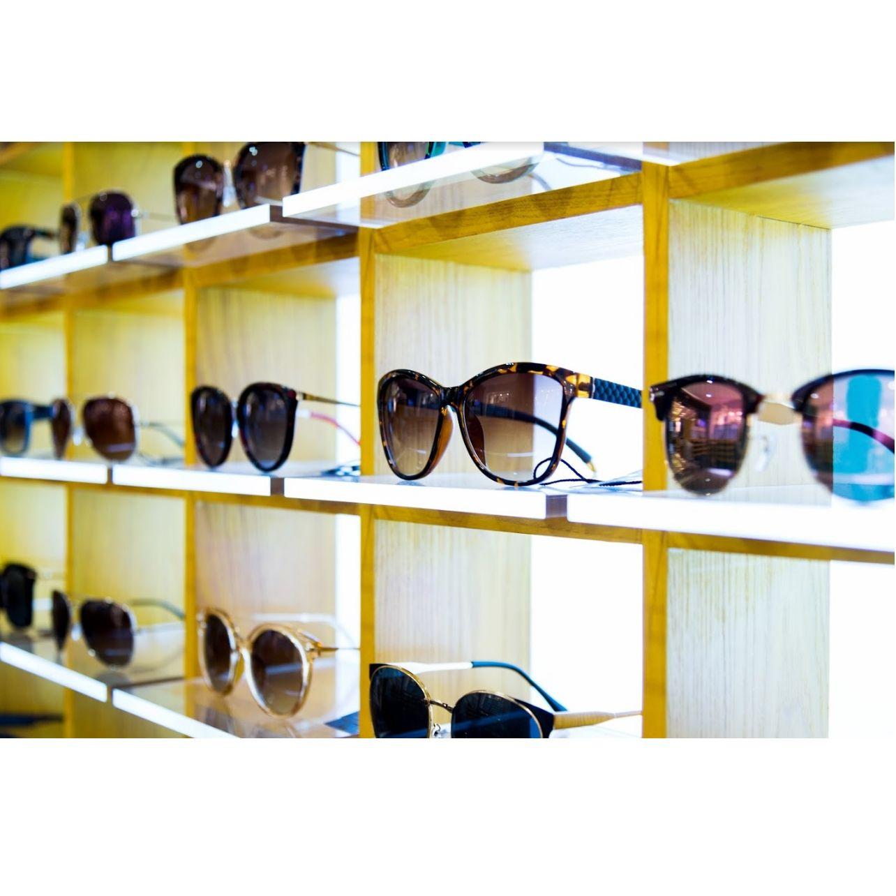 Gafas de sol graduadas: Productos y servicios de Centro Óptico El Henar