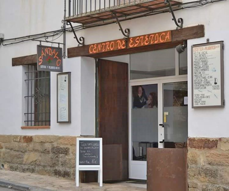 Fachada del centro de estética en Mora de Rubielos