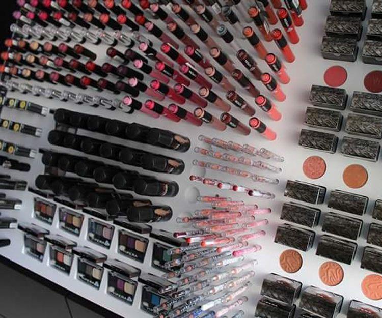 Venta de productos cosméticos en Mora de Rubielos
