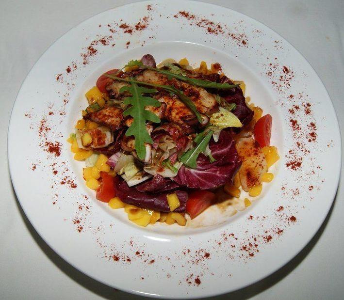 El Cortijo de Ramiro: octopus and mango salad