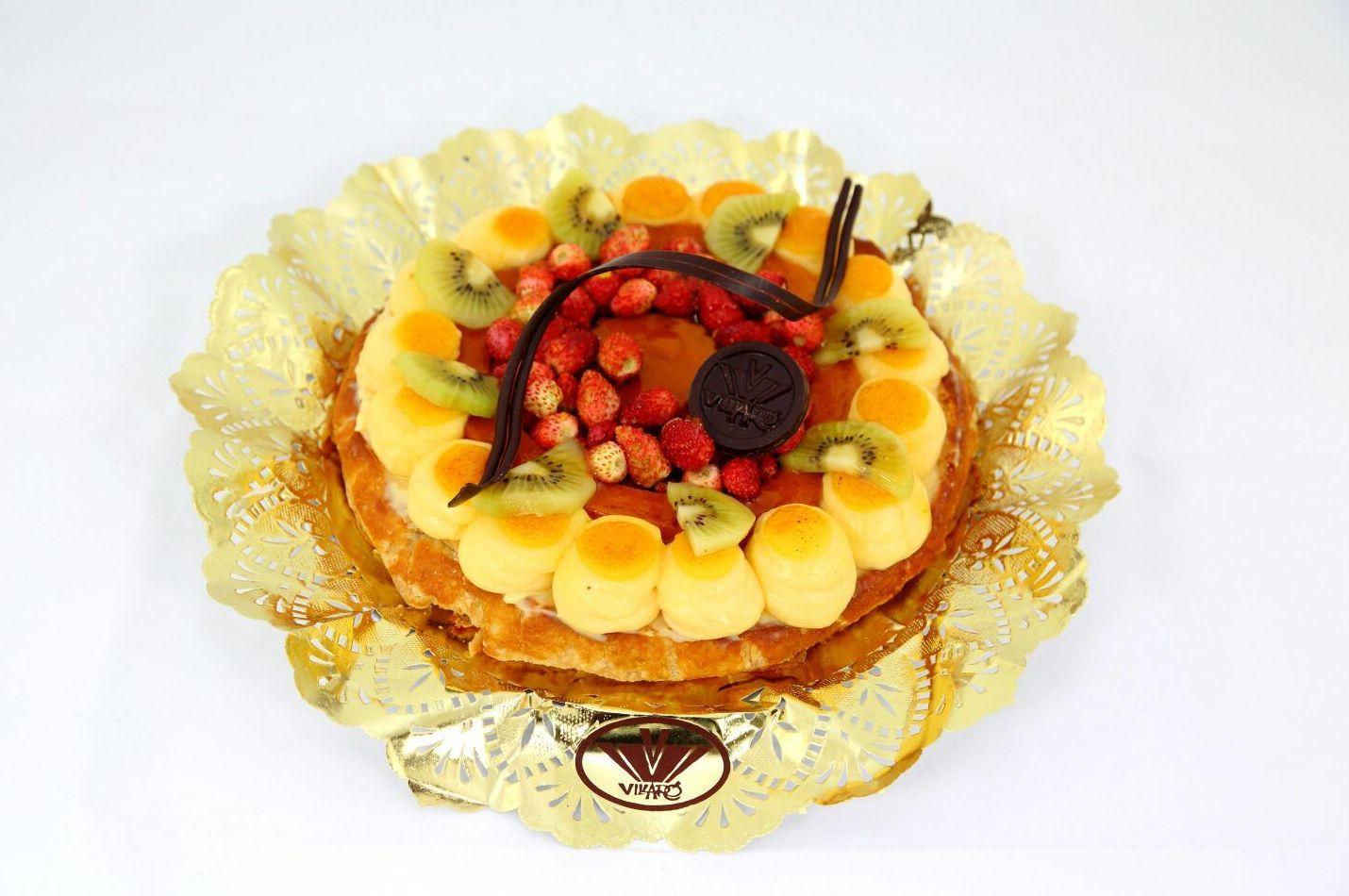 Pastis especial de crema amb maduixetes i kiwi