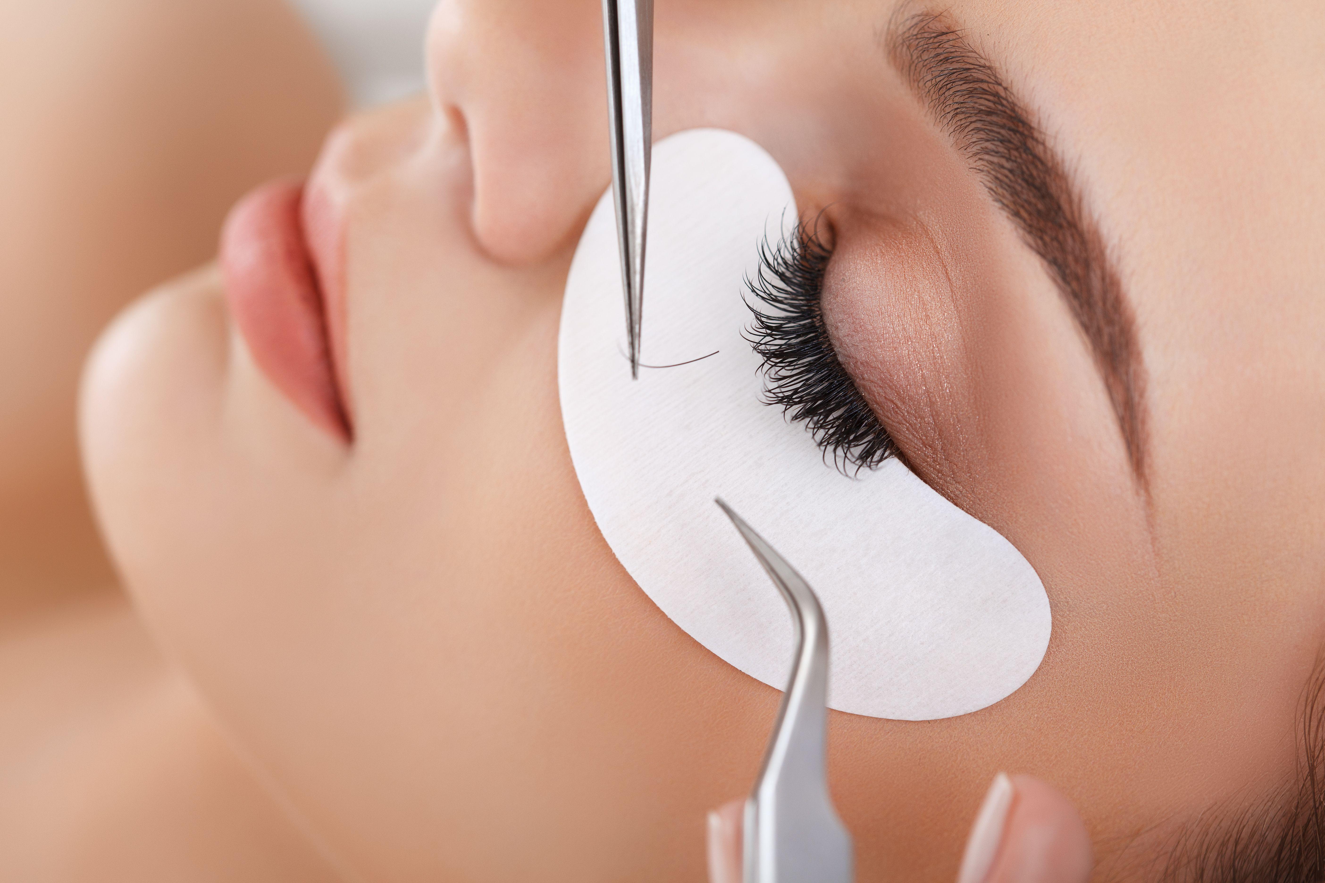 Extensiones de pestañas pelo a pelo: Servicios de Aido Estilistas