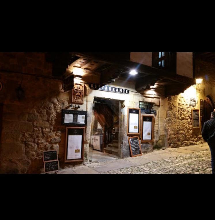 Foto 39 de Restaurante de comida mediterránea en Santillana del Mar | Restaurante El Cantón