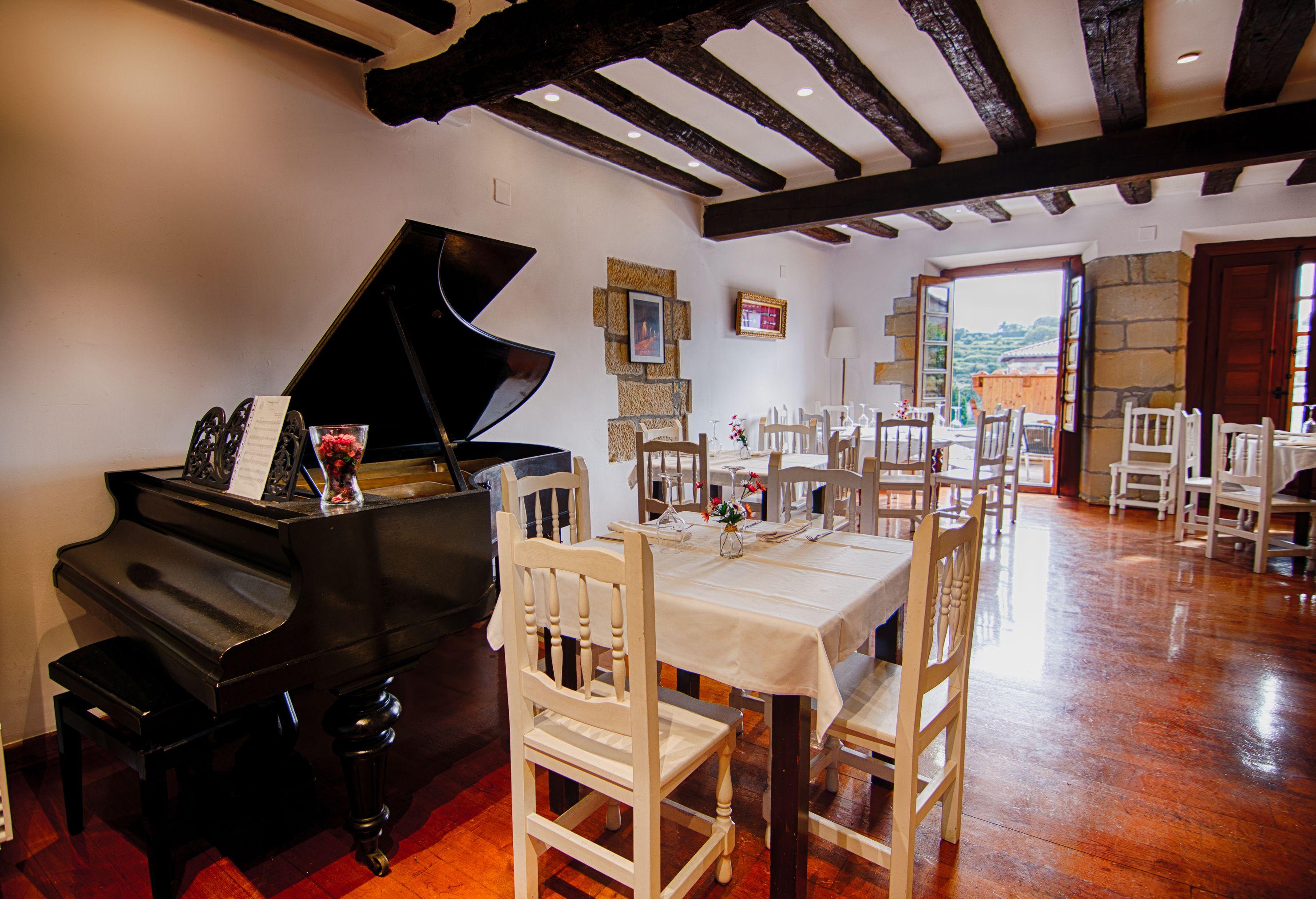 Piano comedor Restaurante El Cantón