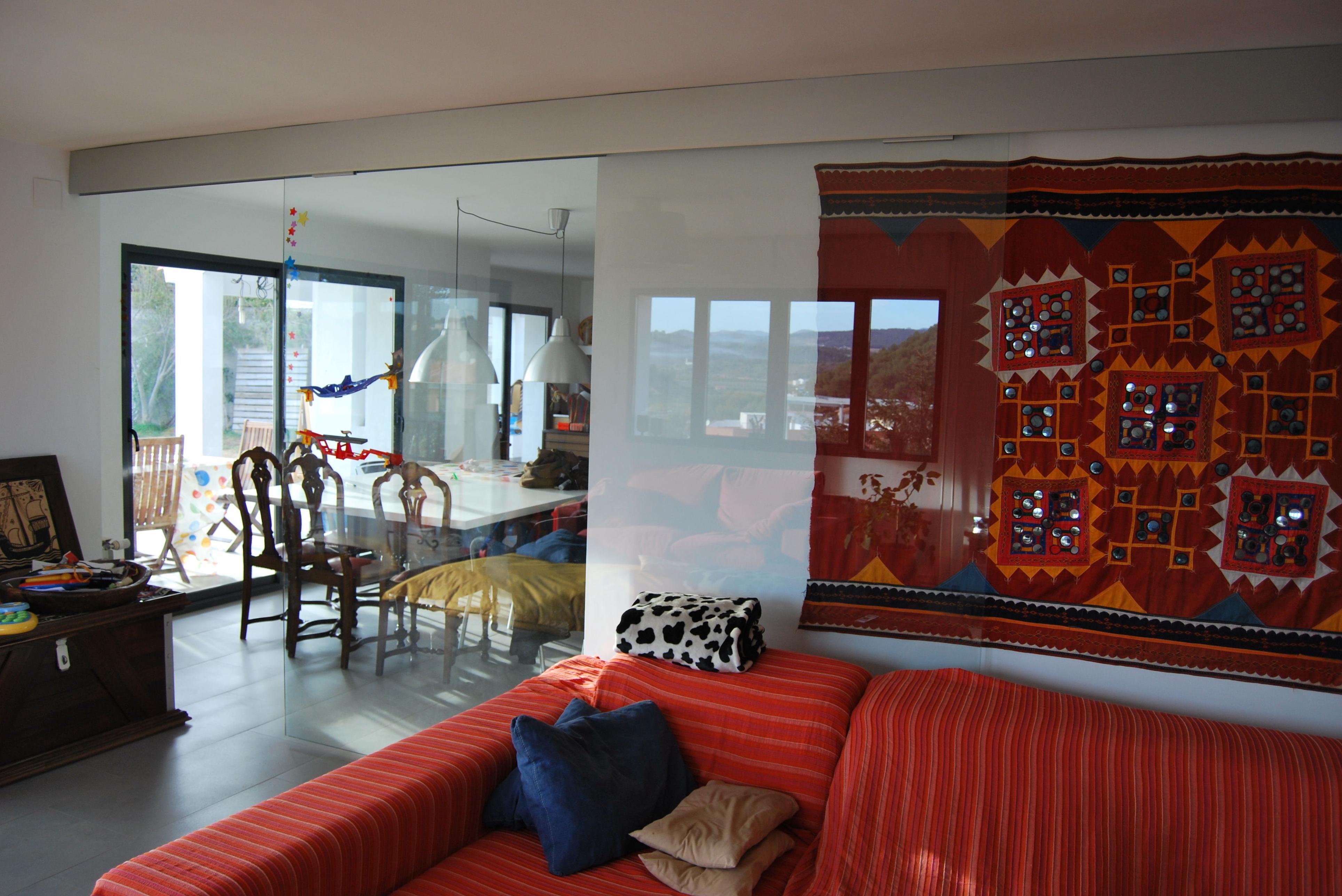 Puerta corredera de vidrio de mas de 120 kgs. consulte mas productos en nuestra web www.rafelmetal.es