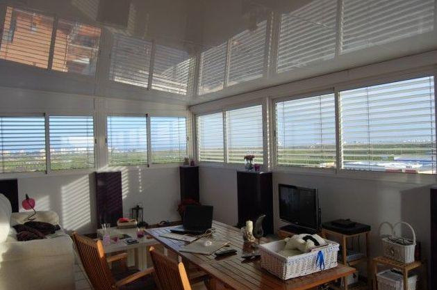 Cerramiento terraza, carpinteria de aluminio  y panel de cubierta aislante.