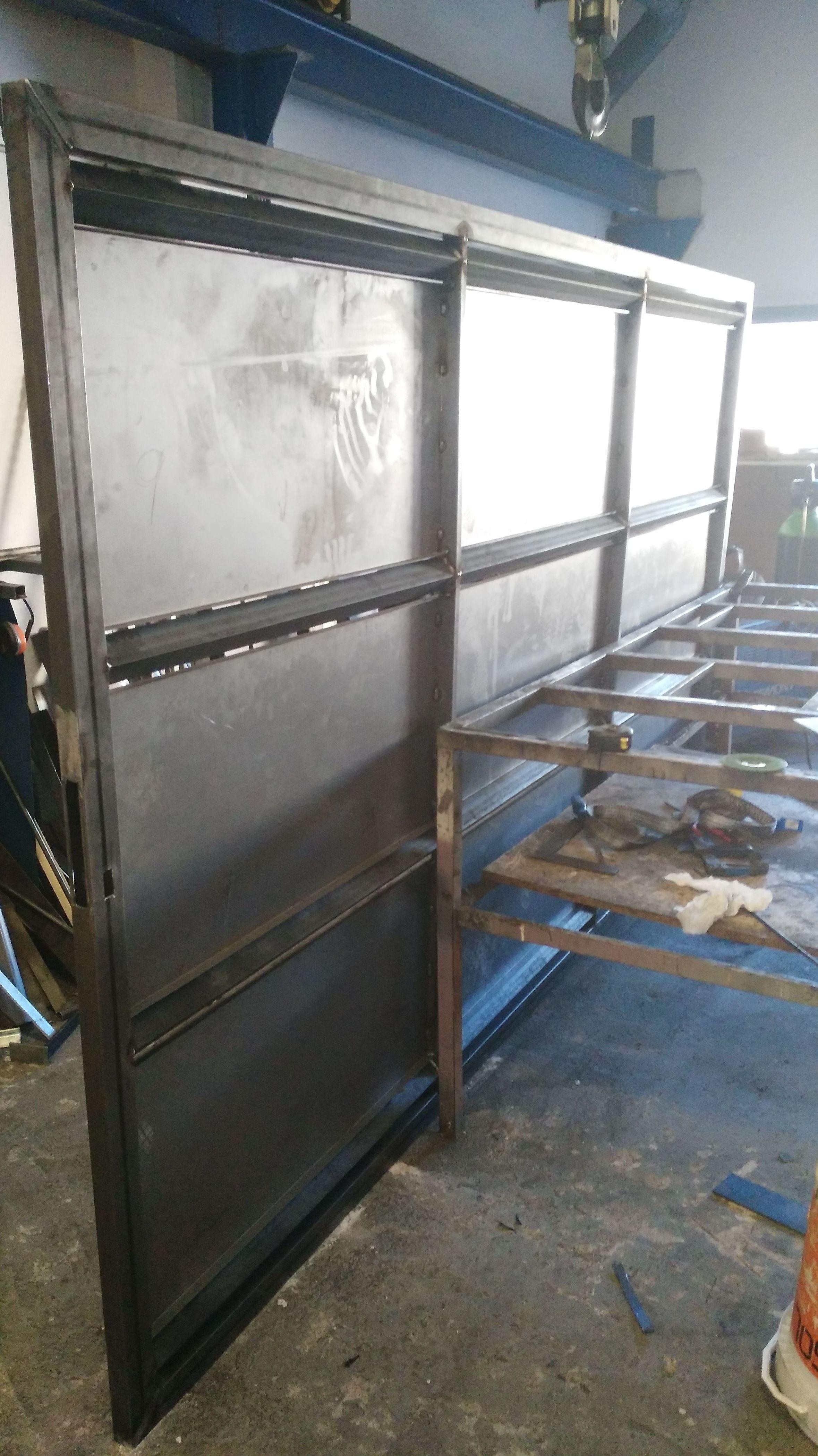 Puerta corredera de hierro lacado