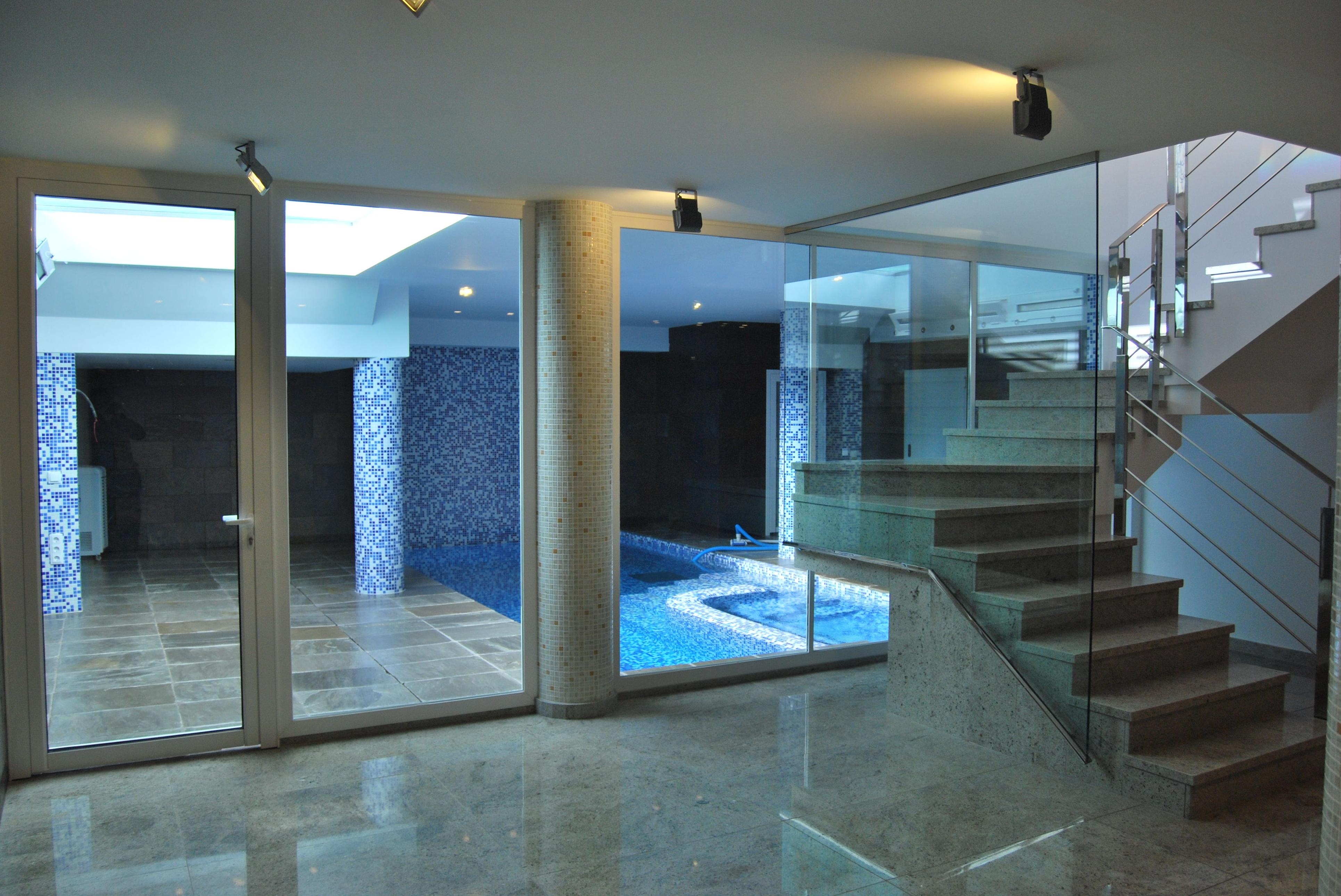 Cerramientos de aluminio con rotura de puente termico para piscina climatizada fabricados por Rafelmetal