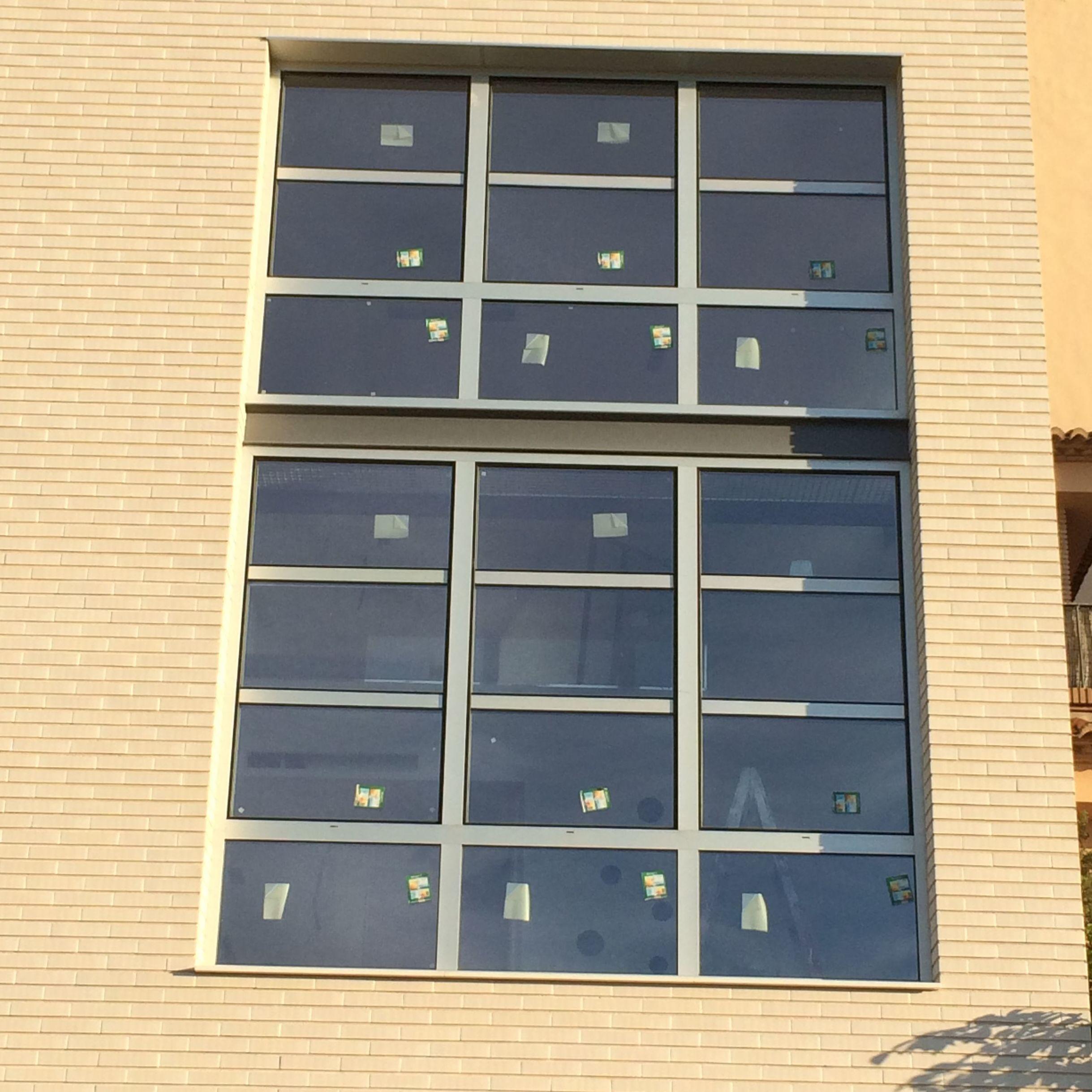 Cerramiento de fachada con perfilería de hoja oculta