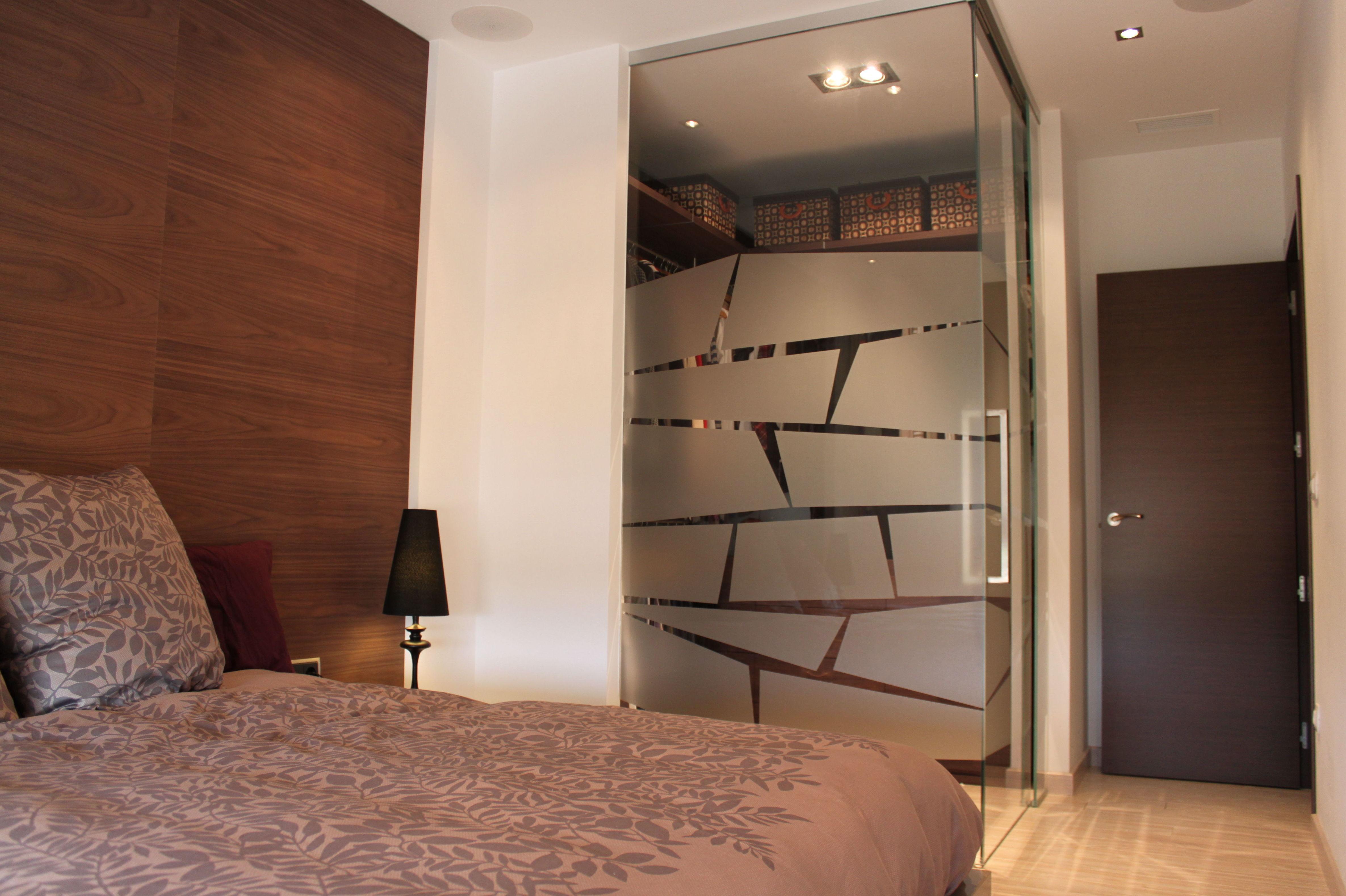 Vestidor de vidrio y puertas correderas