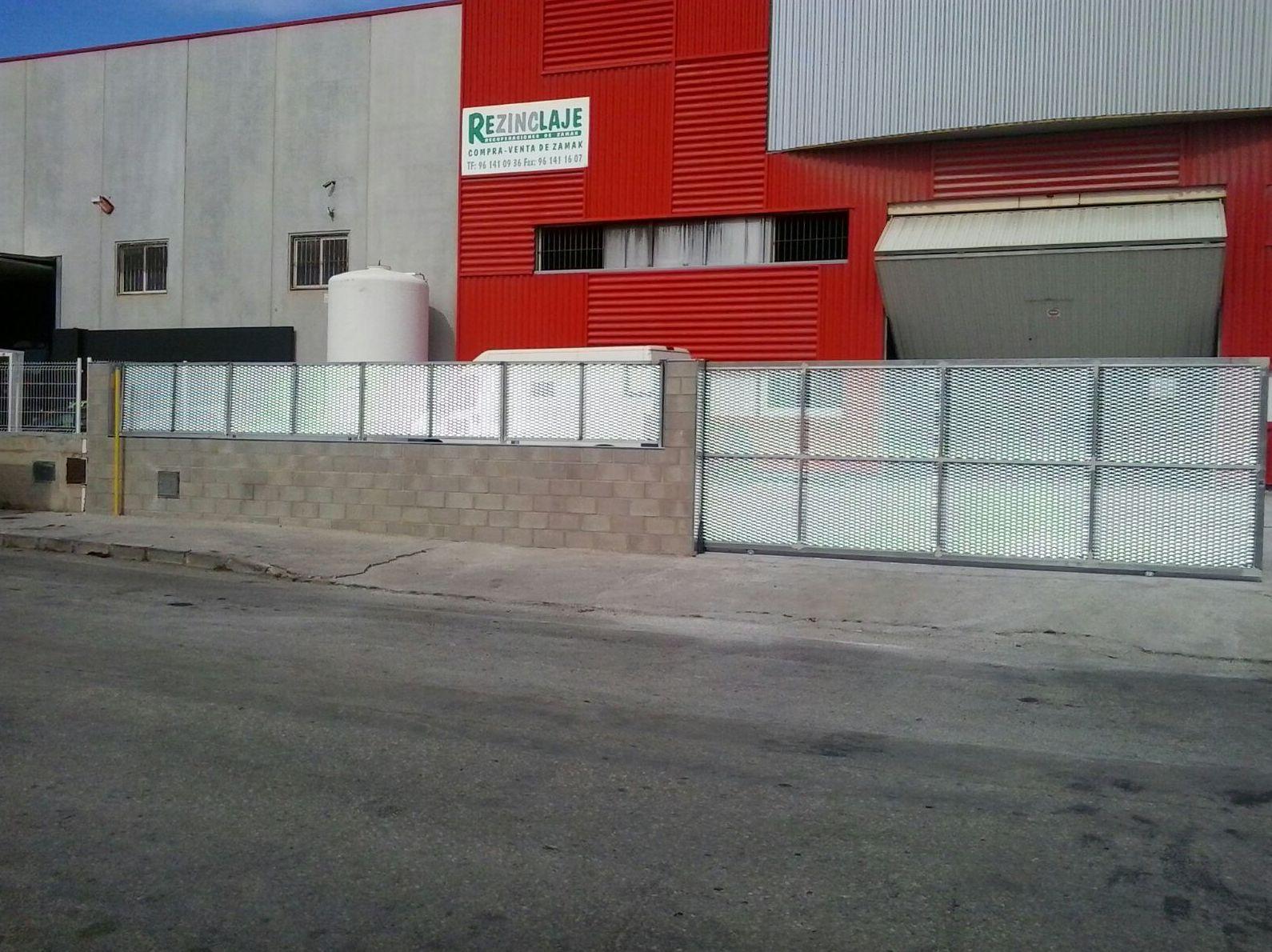 Puerta corredera y vallado galvanizado