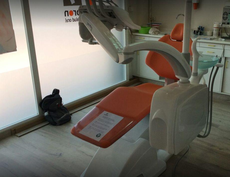 Clínica dental con maquinaria avanzada enEl Prat de Llobregat