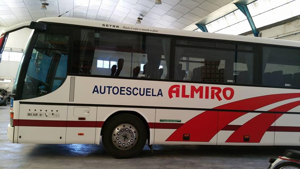 Certificado de profesionalidad para conductor de autobús: Servicios de Autoescuela Almiro