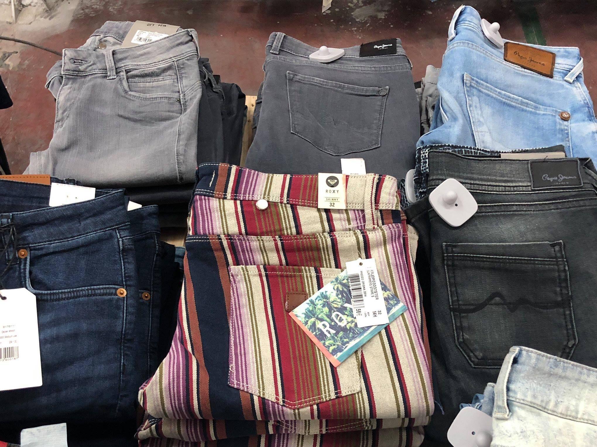 Foto 36 de Tiendas de ropa en    Saturday Trade