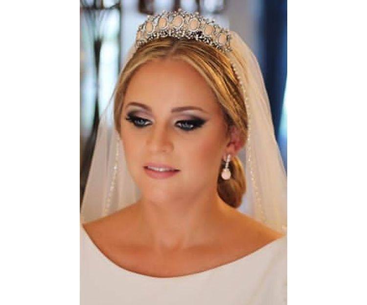 Velos, tiaras, pendientes y complementos de novia en Sevilla