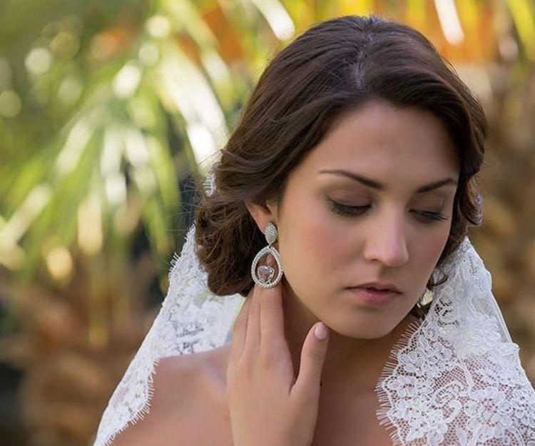 Mantillas y pendientes de novia en Sevilla