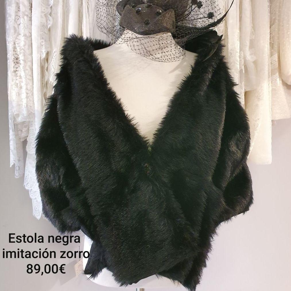 Estola imitación piel negra: Catálogo de La Parisién Sevilla