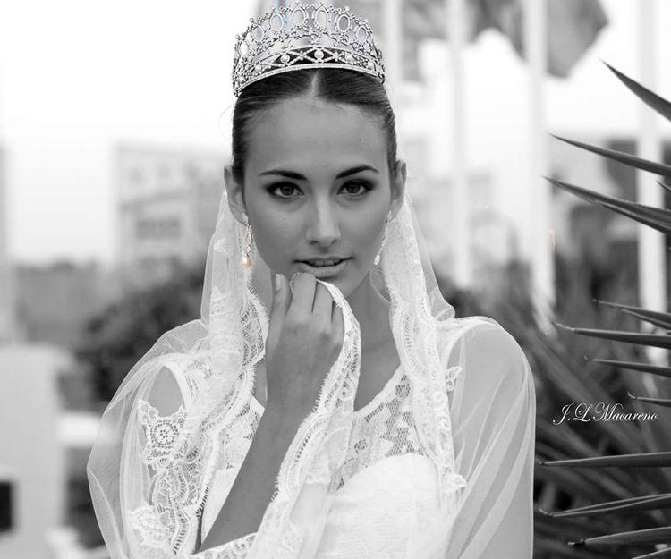 Velos, mantillas y complementos de novia en Sevilla