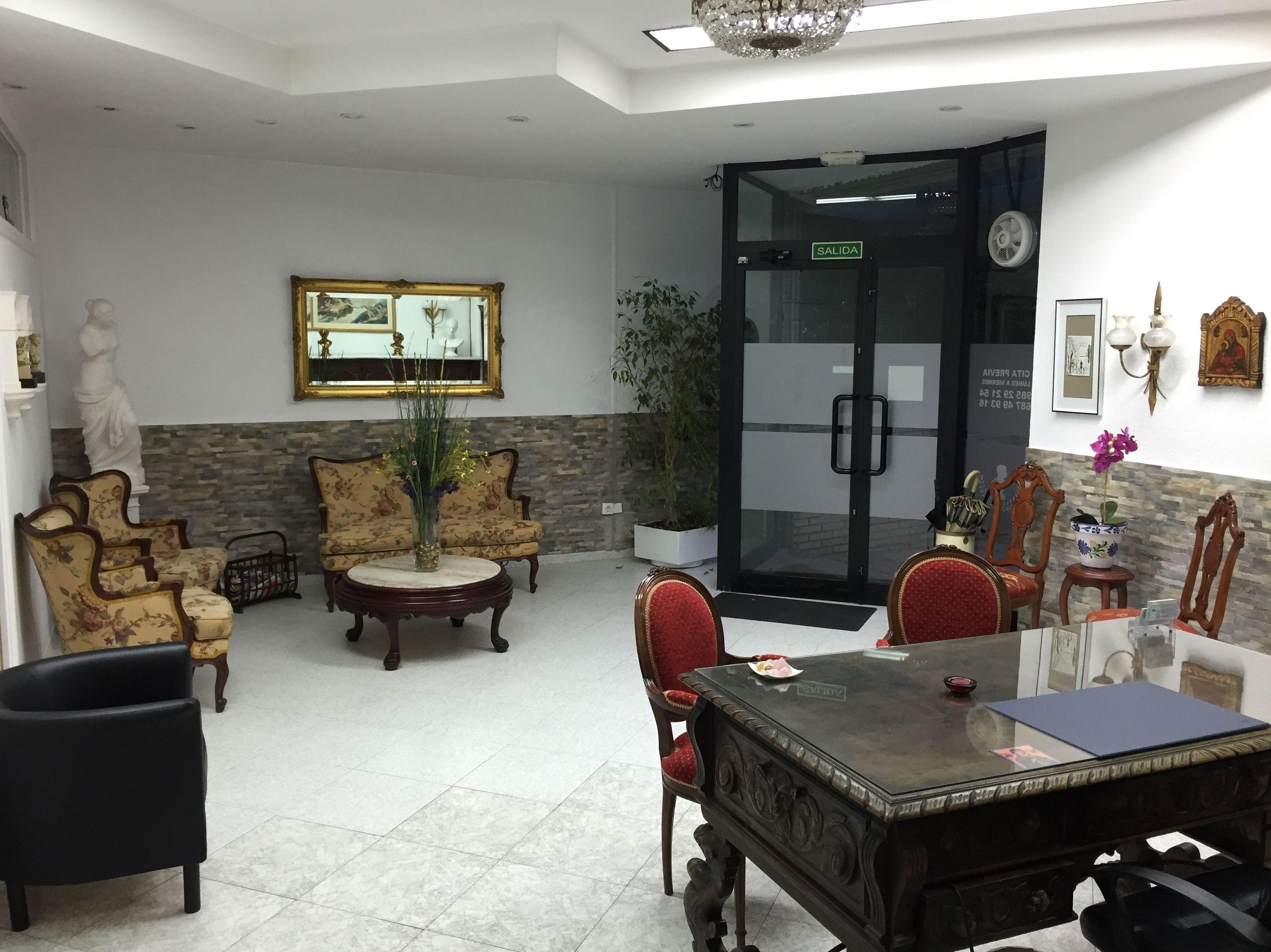 Sala de espera de la clínica en Oviedo