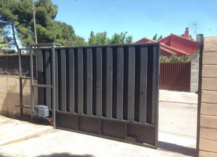 Puertas metálicas correderas para jardín