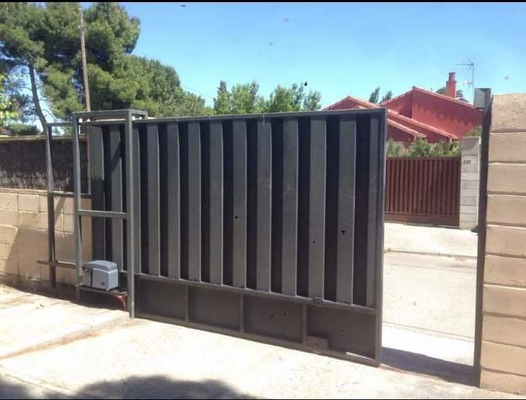 Puertas correderas residenciales e industriales productos for Puertas corredizas metalicas