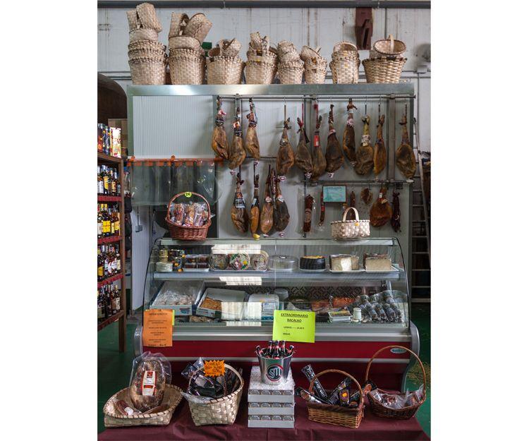 Venta de jamones en Aguilar de Campoo