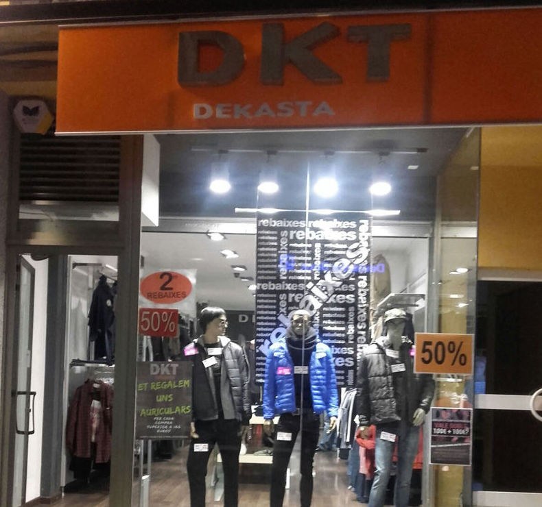 Escaparate de DKT Benicarló