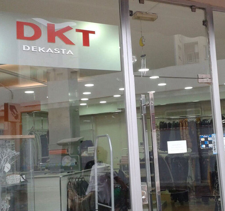 Entrada a la tienda DKT La Cava en Tarragona