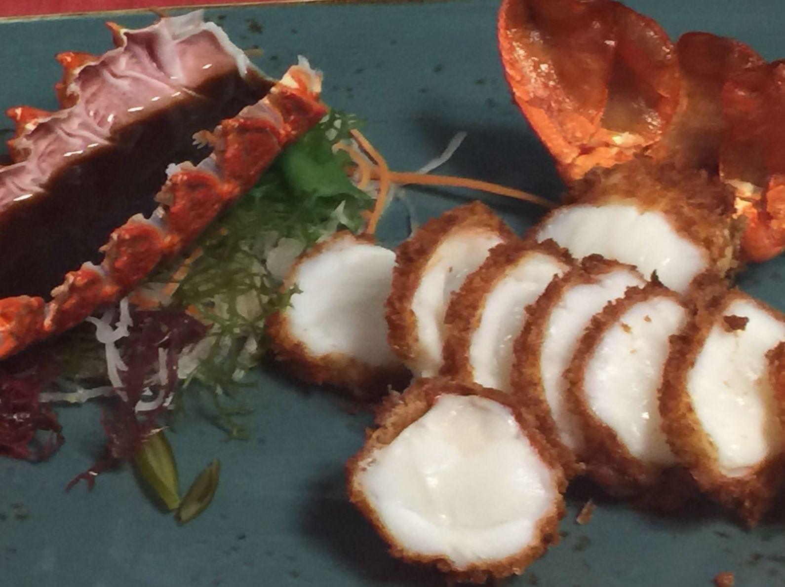 Langosta Tonkatsu Frita con salsa barbacoa japonesa