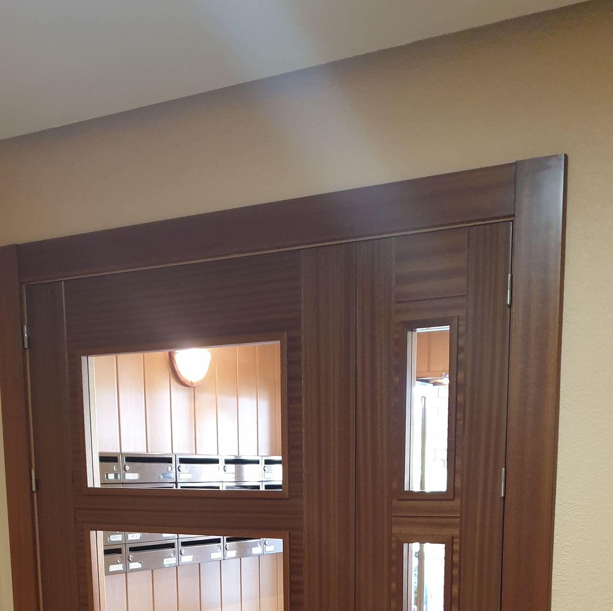 Puerta portal interior en sapeli.