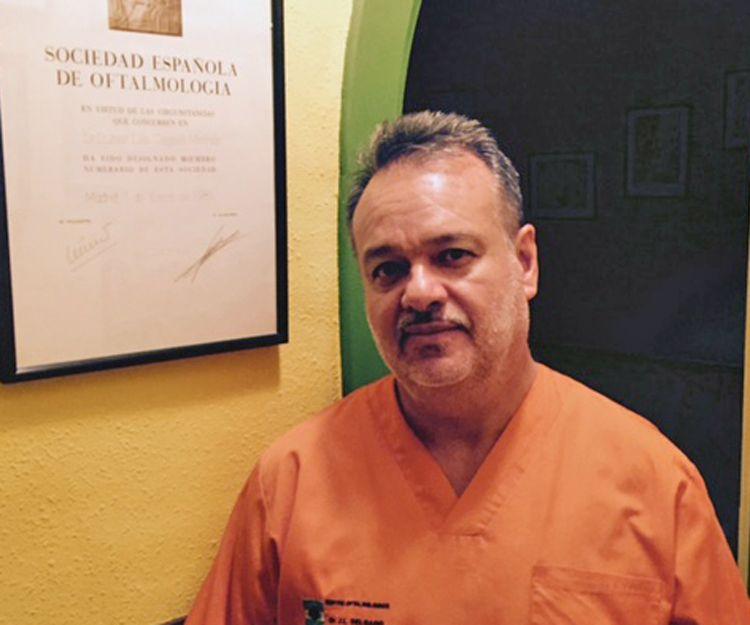 Dr. José Luis Delgado especialista en oculoplástica