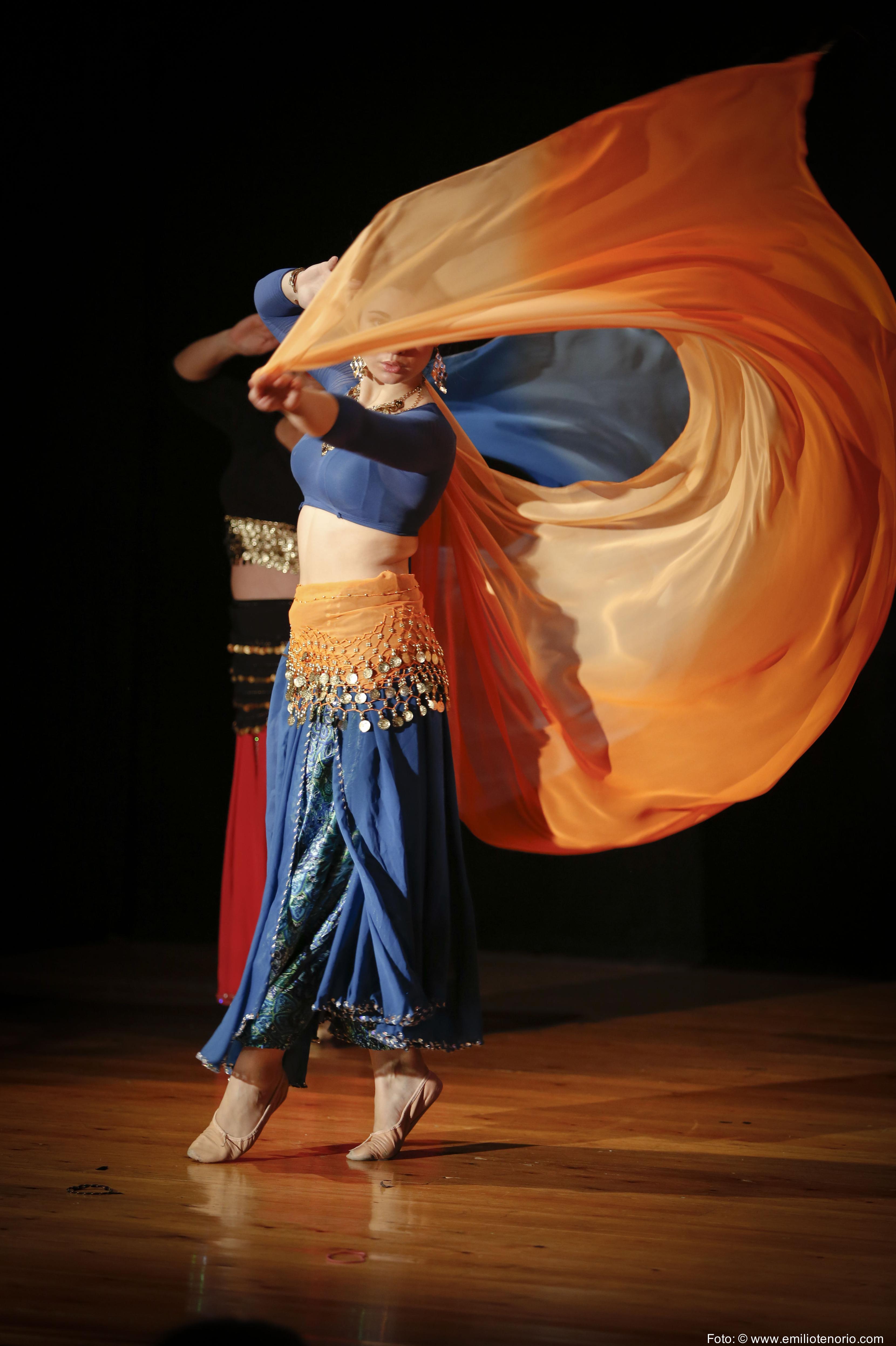 El manejo de velo es todo un arte en la Danza Oriental