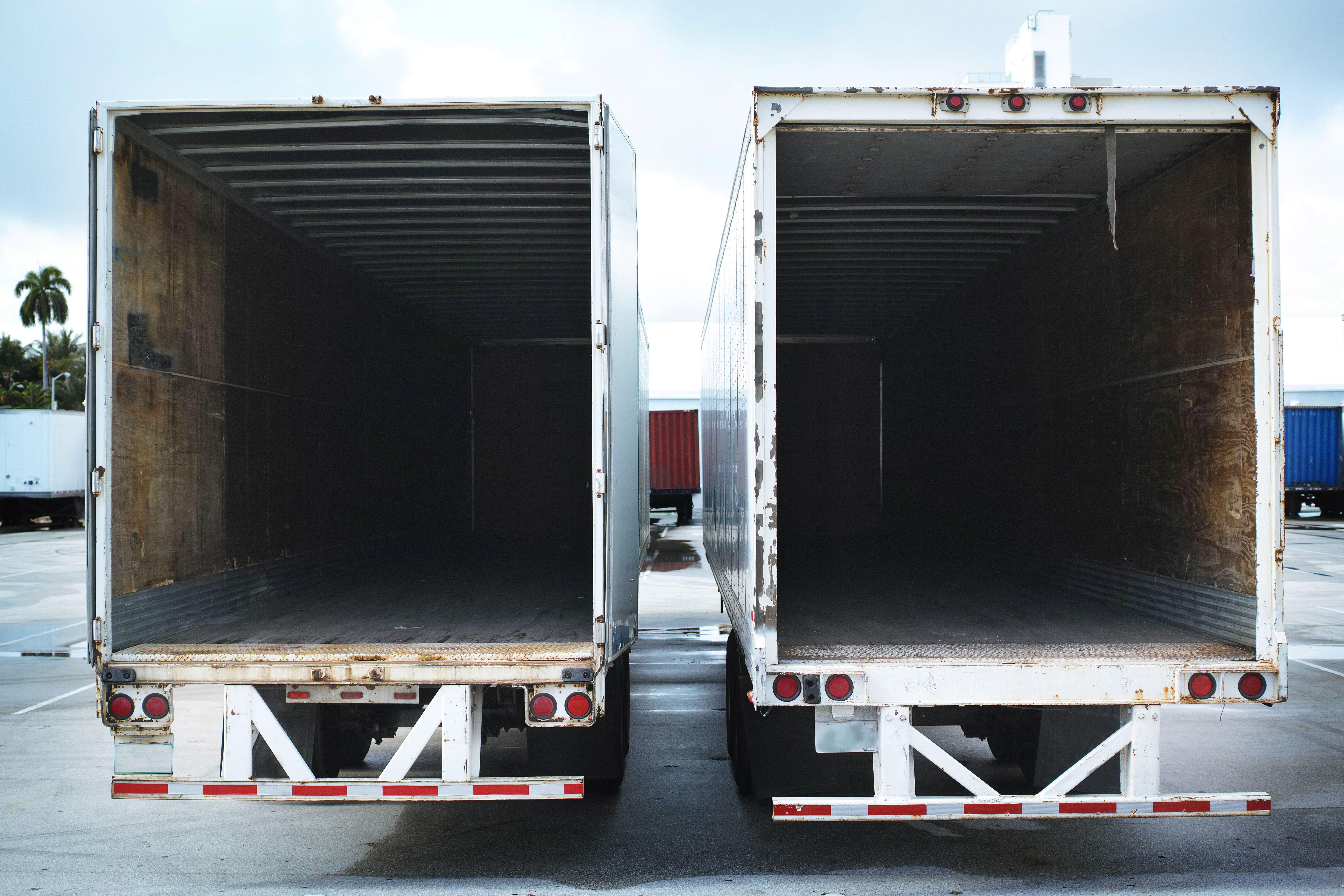 Camiones de diferentes capacidades en Sevilla