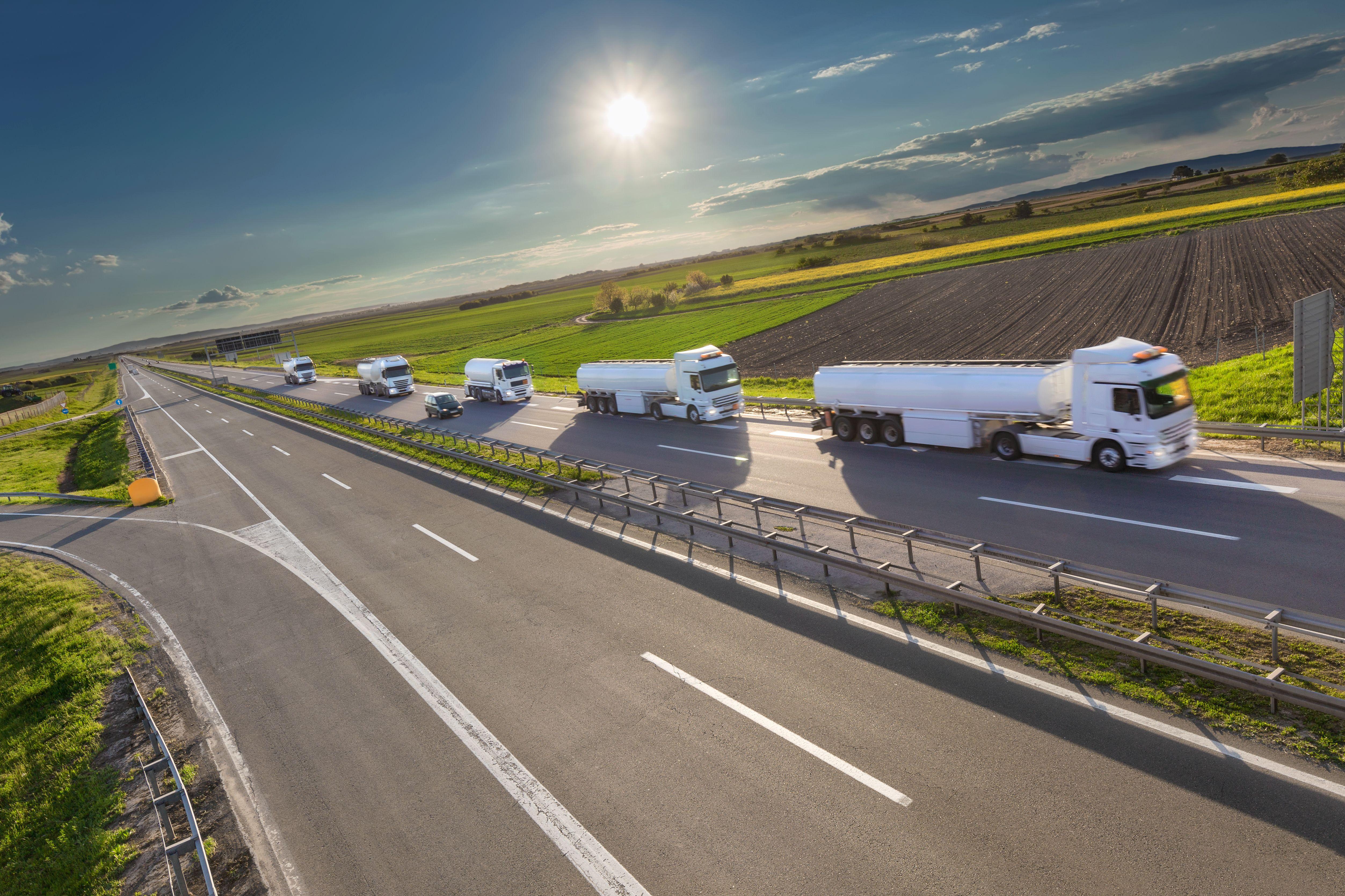 Amplia flota de camiones para el transporte de mercancías en Sevilla