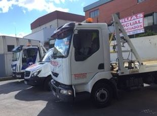 Servicio de grúa para vehículos de diferentes tamaños