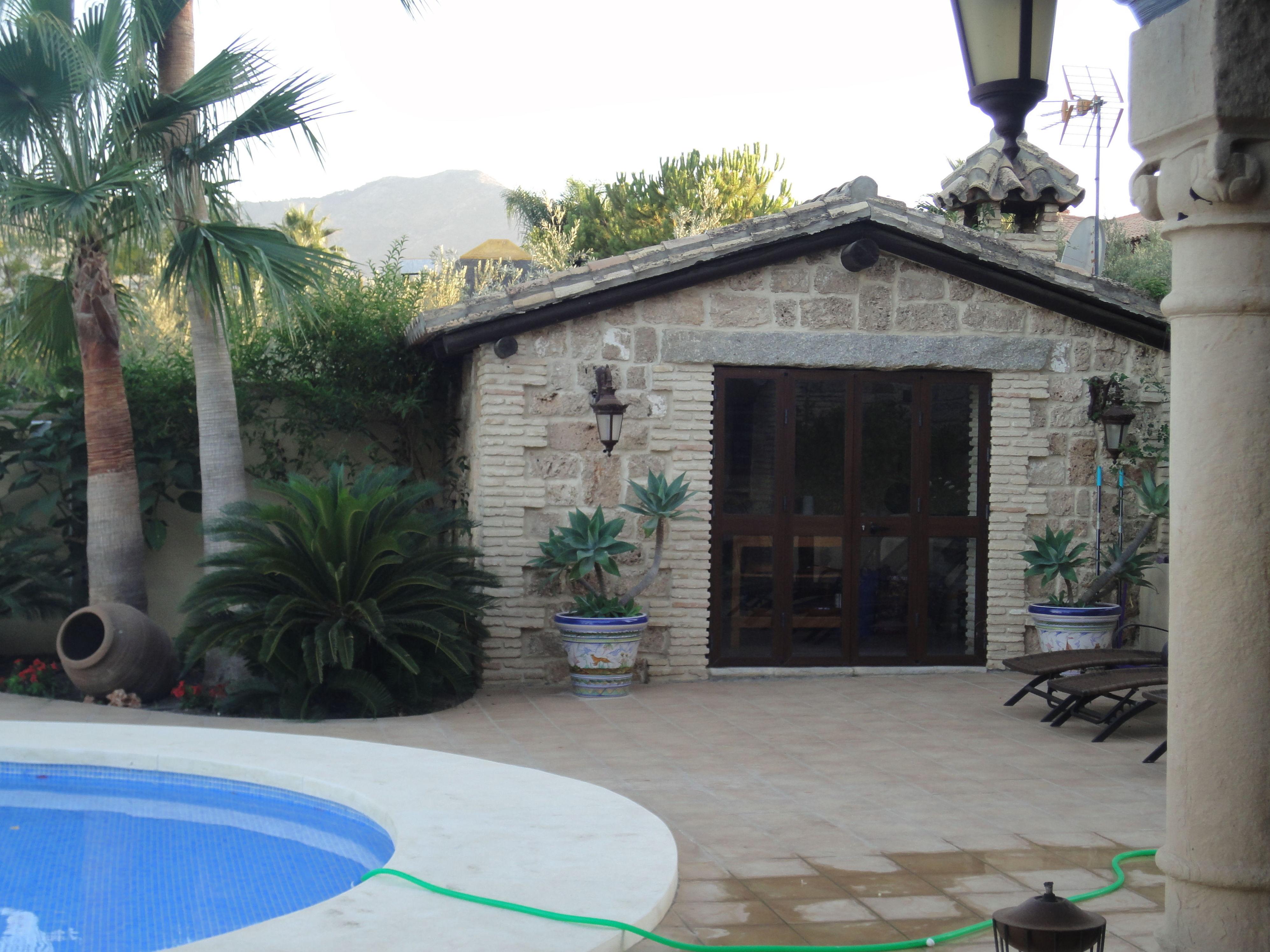Obra exterior para piscina