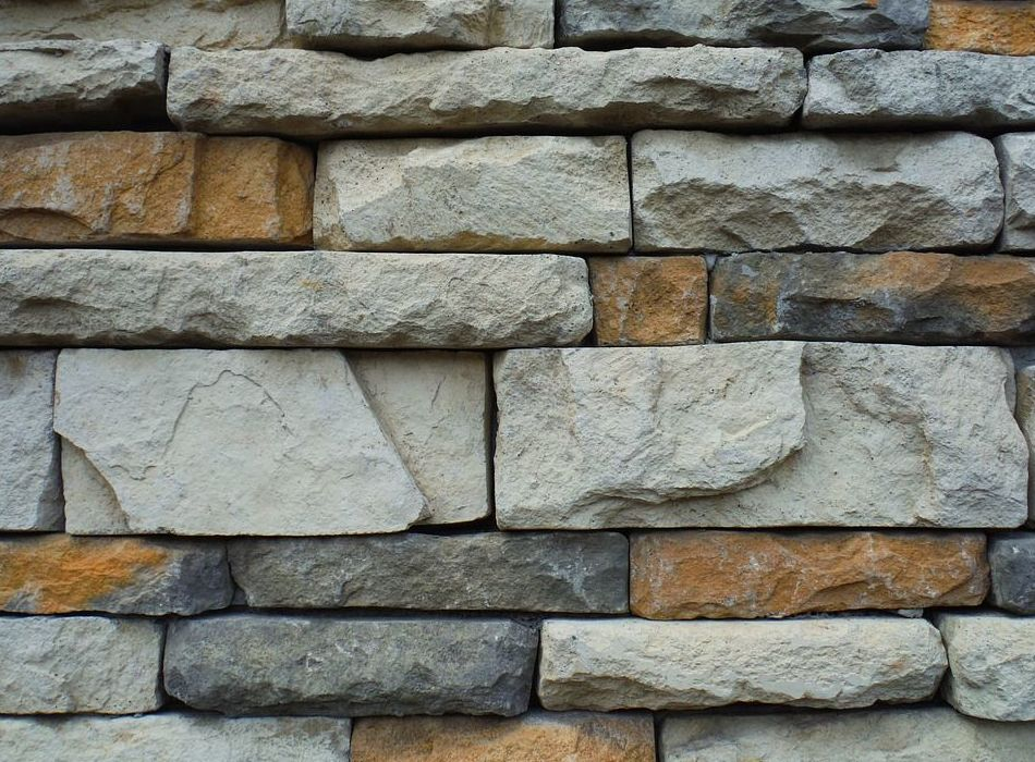 Levantamiento de muros de piedra natural