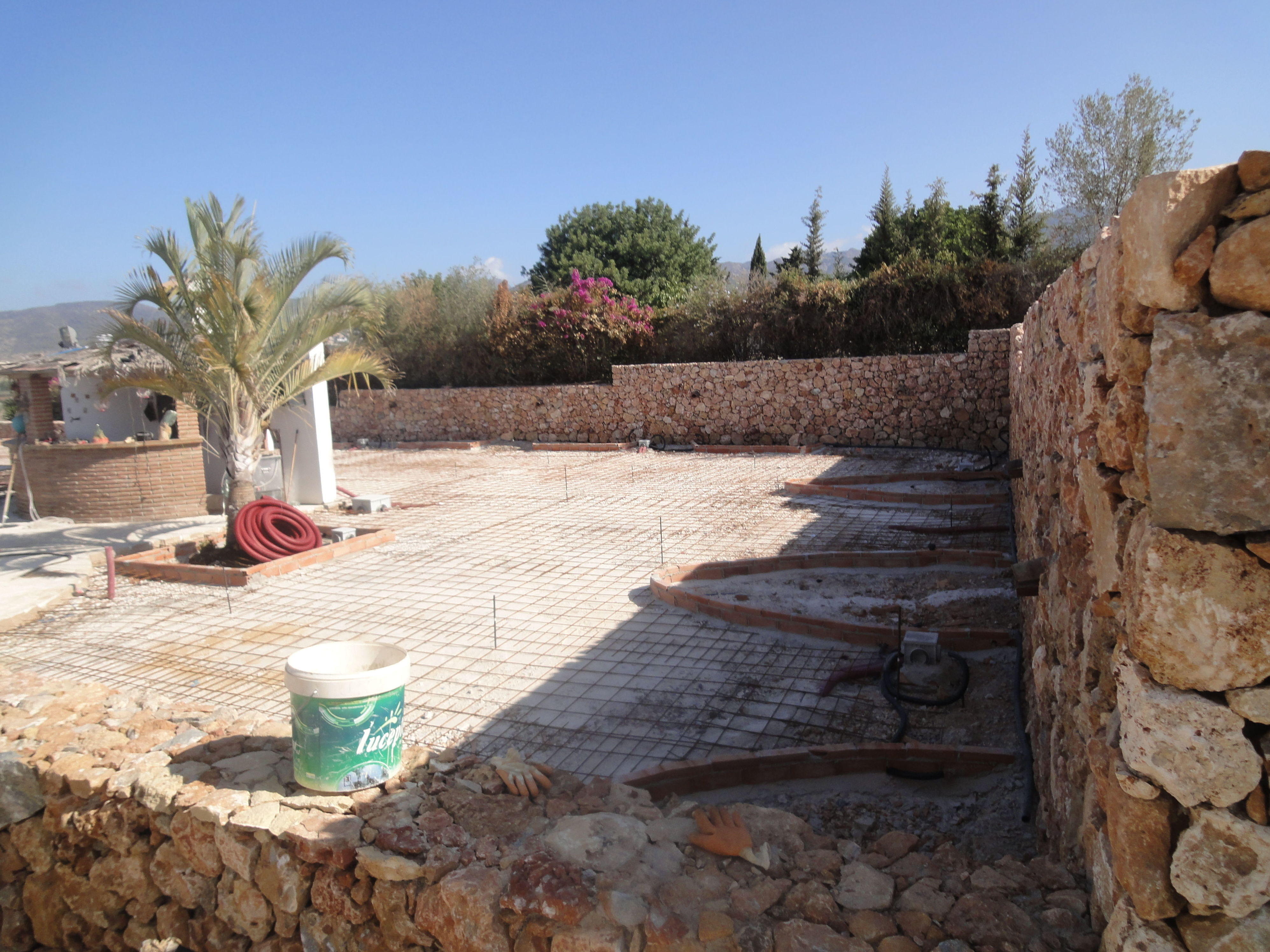 Instalación de suelo para exterior de chalé