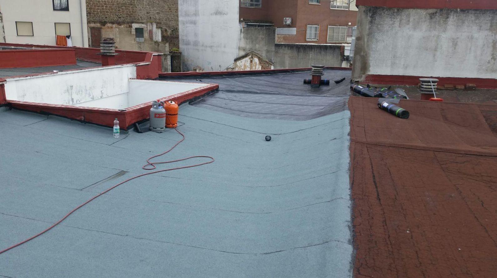 Instalación de tela asfáltica para cubiertas en Cáceres