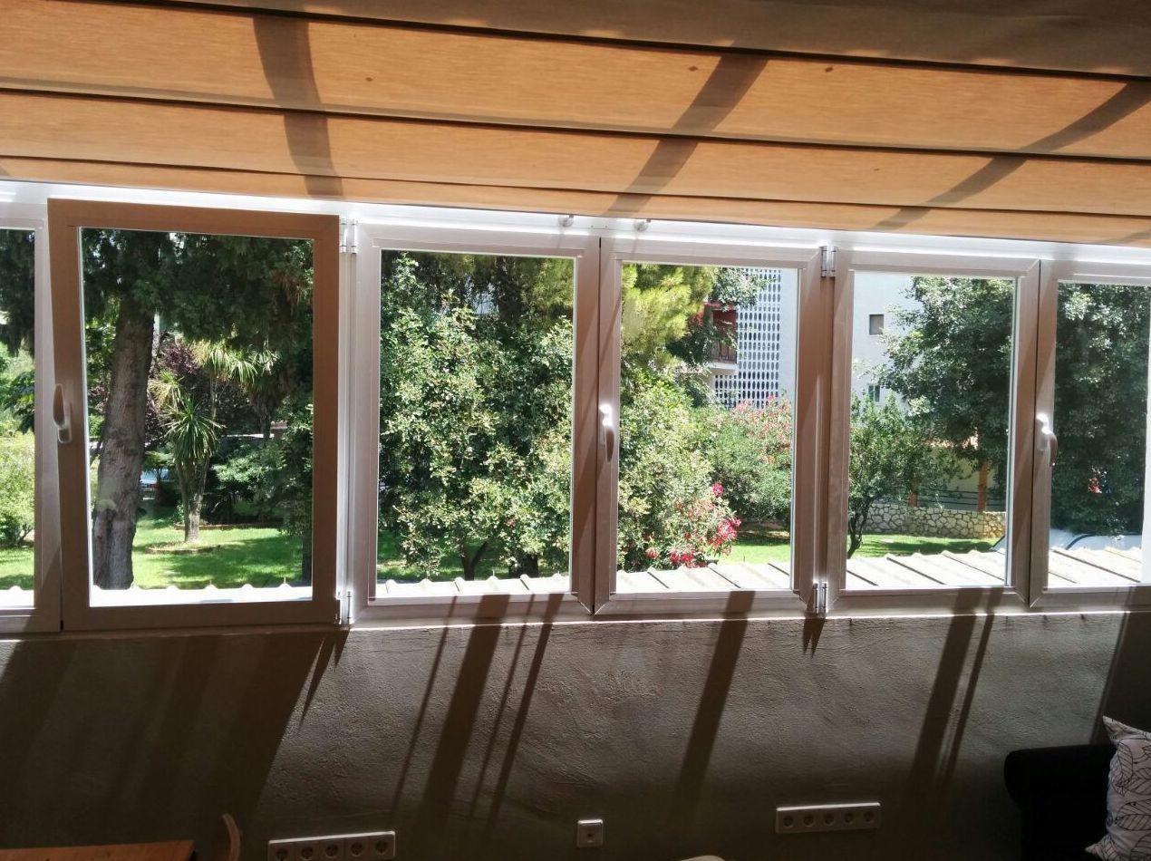 ventanas oscilobatiente con toldo de palilleria