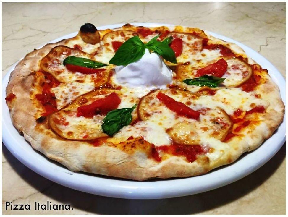 Pizza italiana nuestros platos de la vespa 50 pizzer a for Platos de pizza