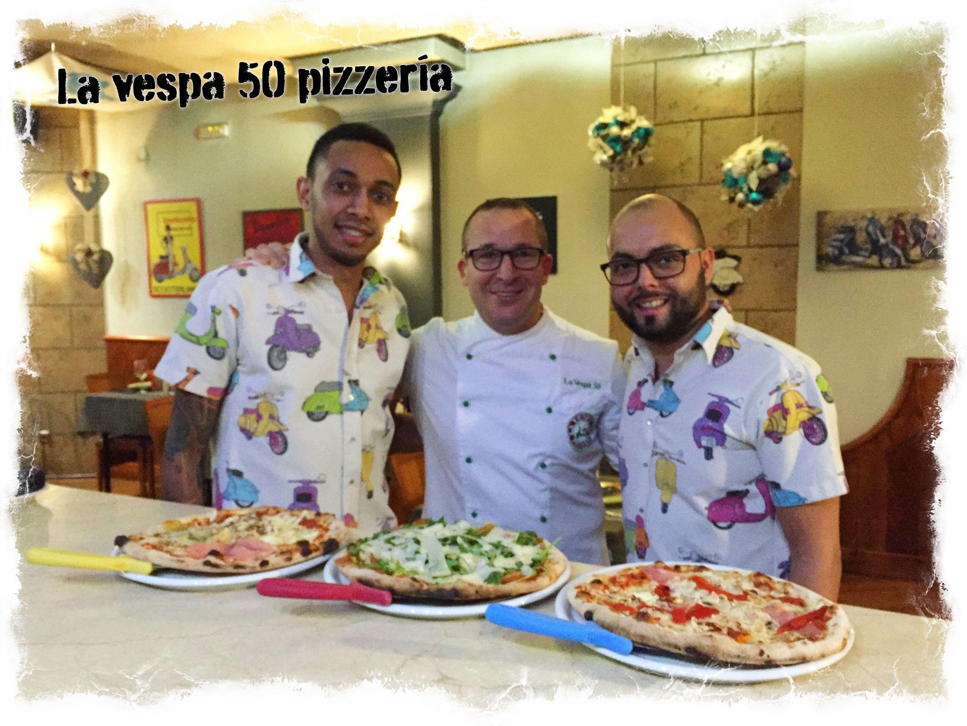Una sonrisa vespa 50 pizzería...ya estamos preparados para que paséis un buen momento.