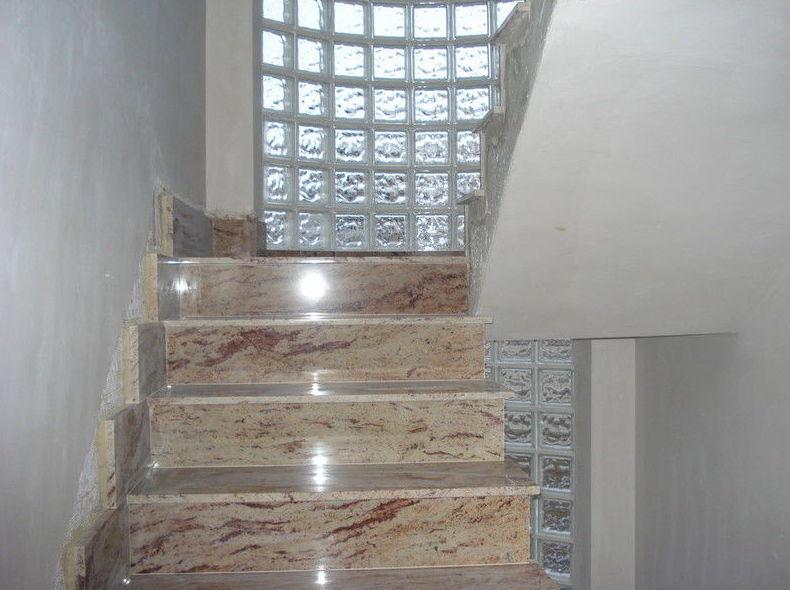 Colocación de escalera de mármol