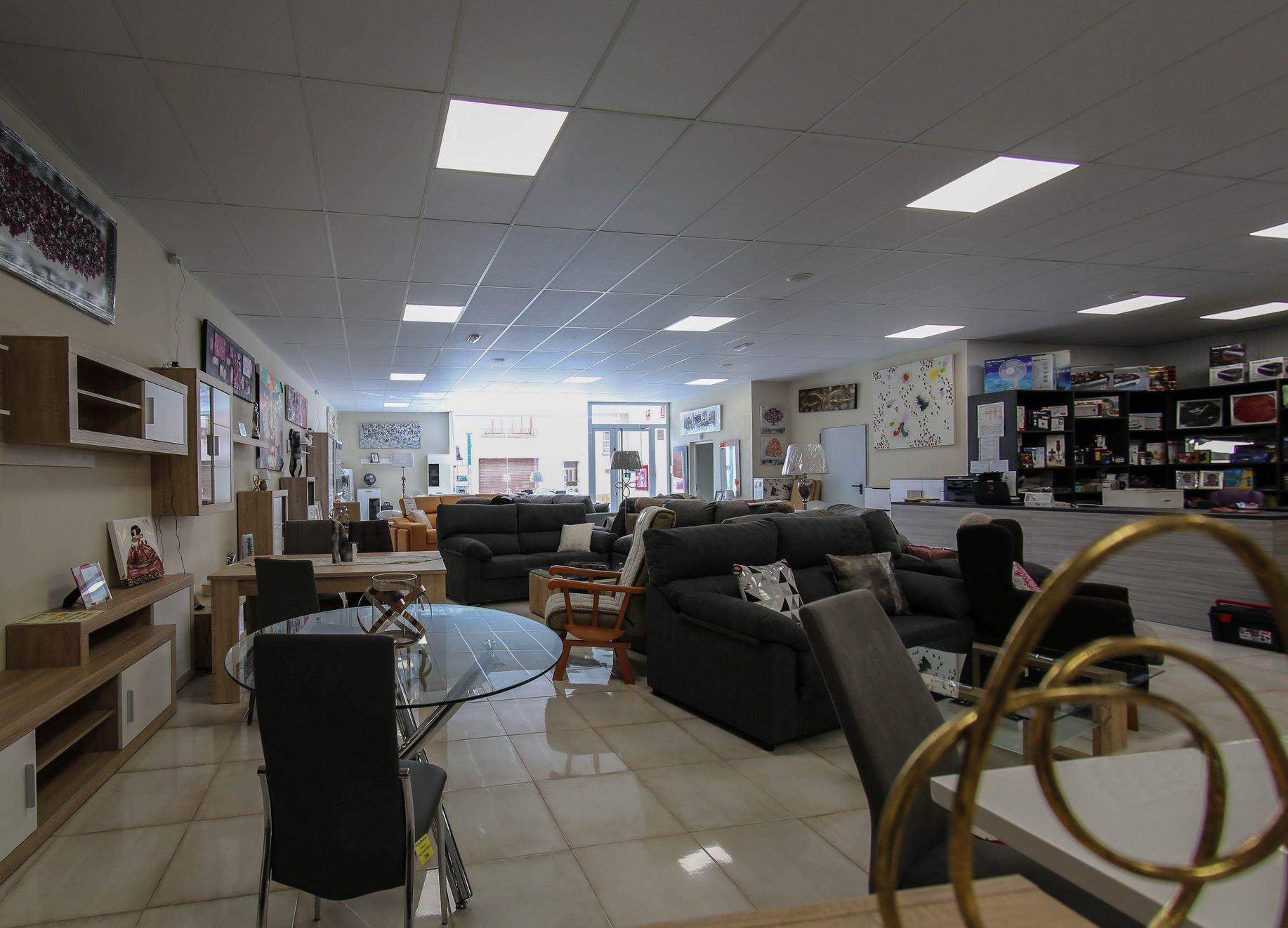 Exposición y venta de muebles de salón en Lleida
