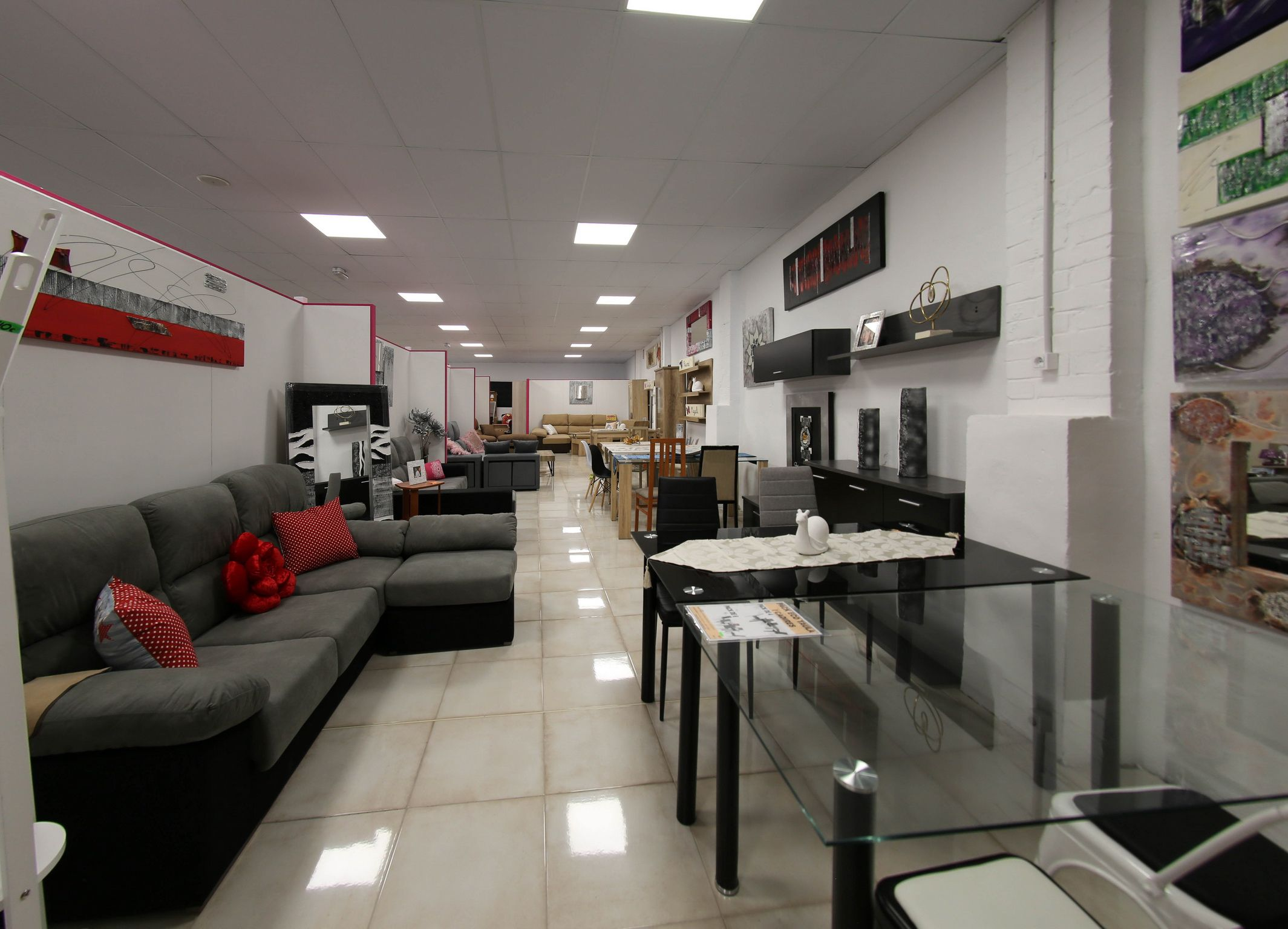 Exposición y venta de muebles en Lleida
