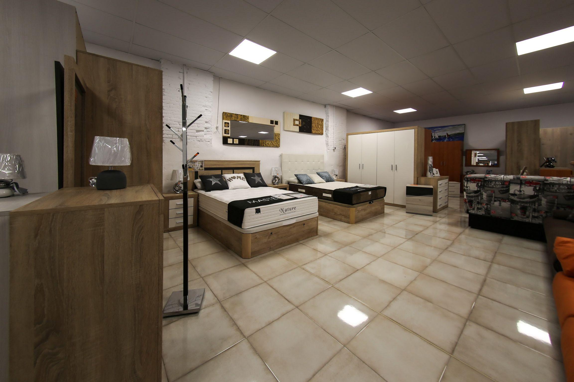 Exposición y venta de muebles de dormitorio en Lleida