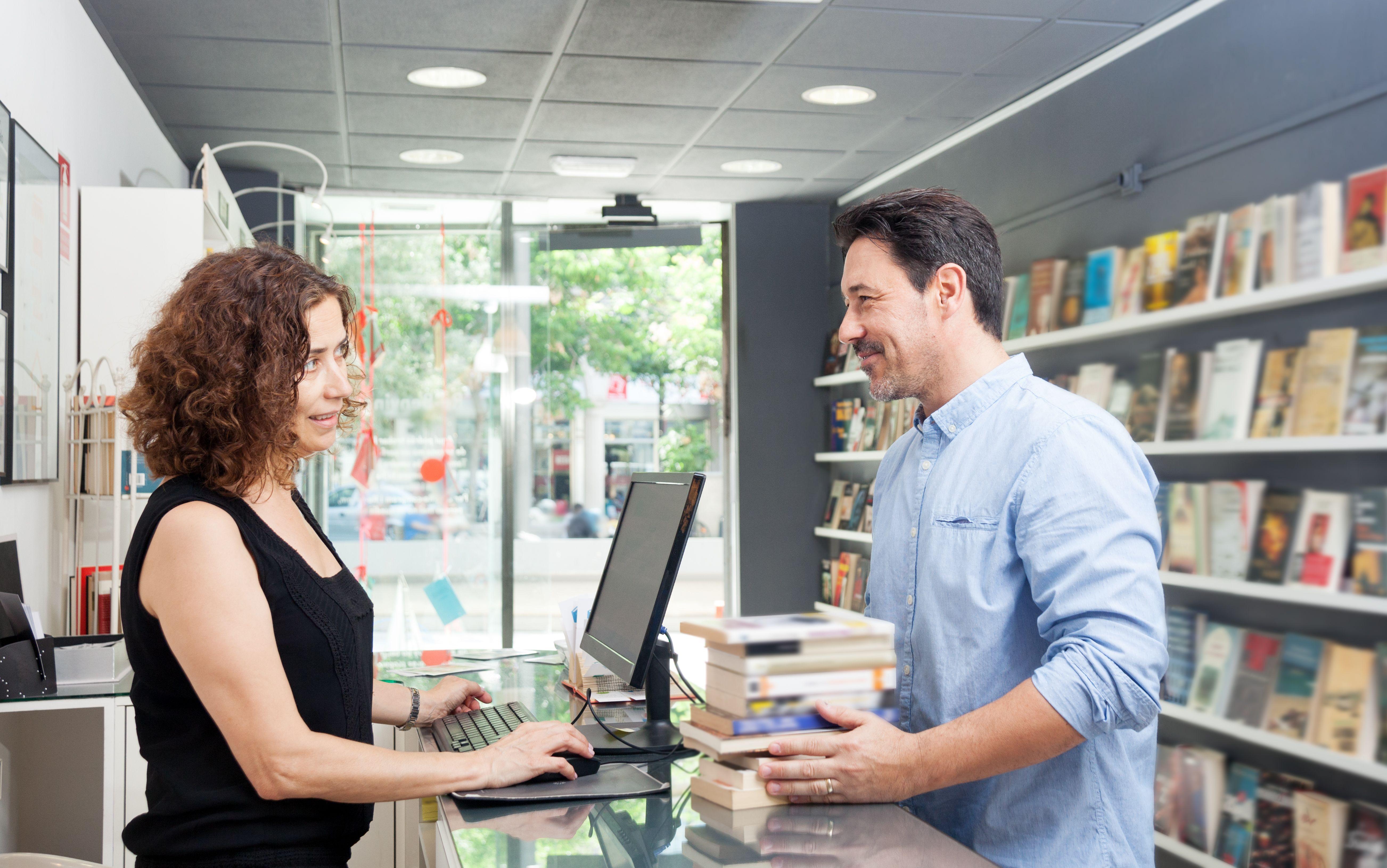 Encuentra en tu librería favorita un libro de Rafael Umpiérrez