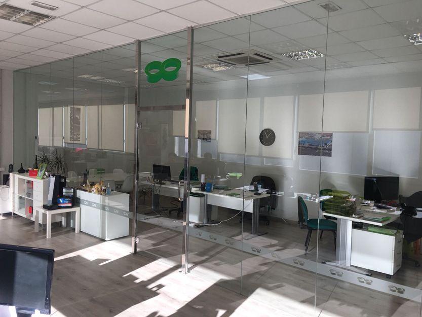 Cristalería para separaciones de despachos en Viladecans